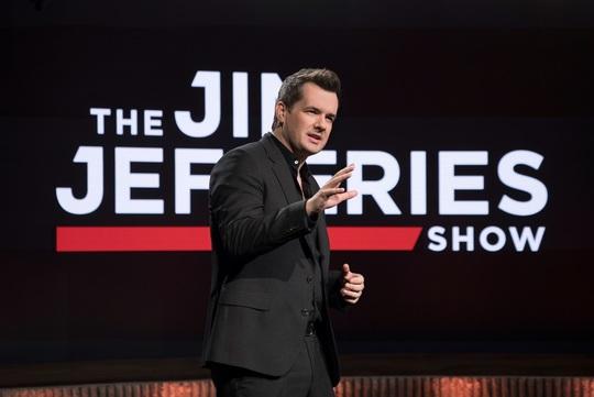 Kontroversiel australsk komiker løser USA's raceproblem i nyt humoristisk talkshow